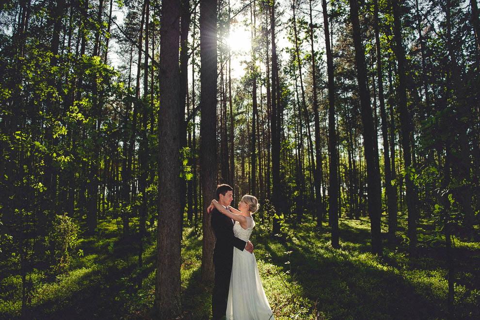 plener las 17 - Plener ślubny w lesie