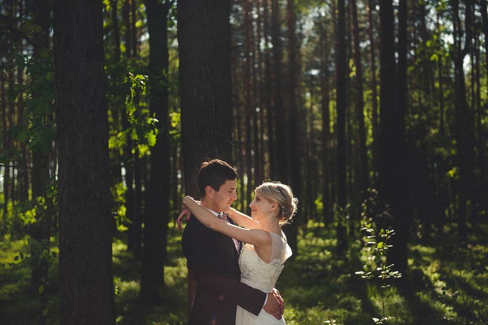 plener las 18 - Plener ślubny w lesie