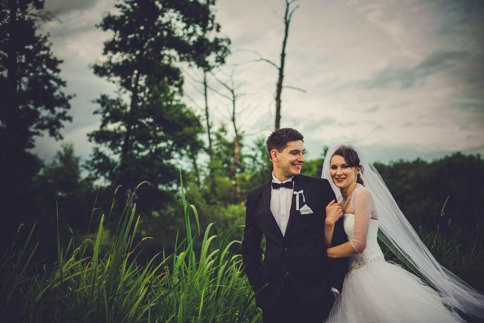 sesja slubna w lesie 23 - Sesja ślubna na łonie natury