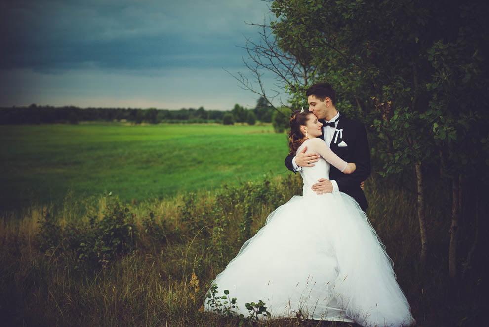 sesja slubna w lesie 27 - Sesja ślubna na łonie natury