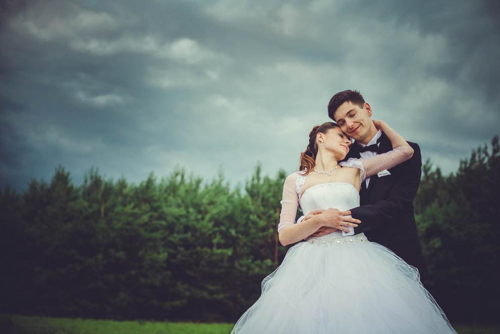 sesja slubna w lesie 32 - Sesja ślubna na łonie natury