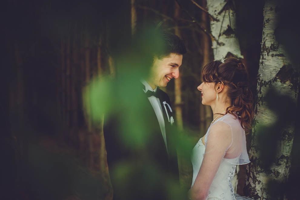 sesja slubna w lesie 34 - Sesja ślubna na łonie natury